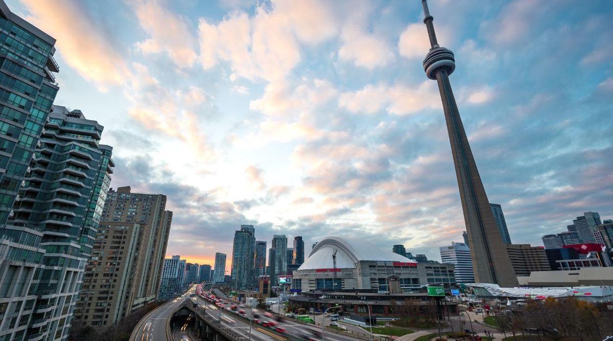 Image of Toronto skyline with CN Tower