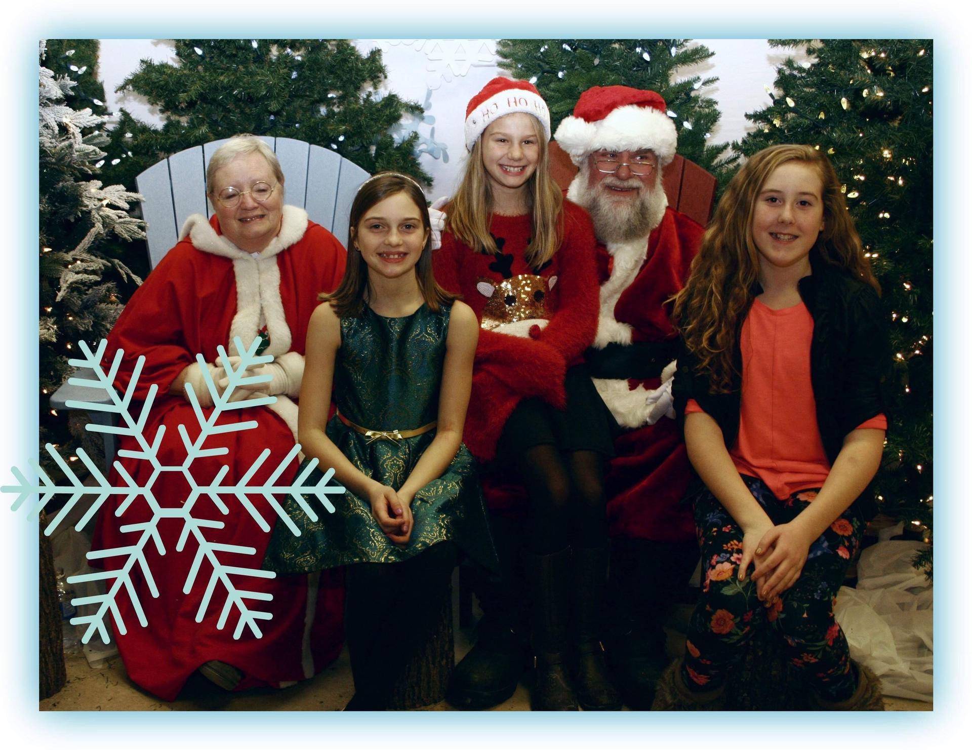 Kids posing with Santa & Mrs. Claus