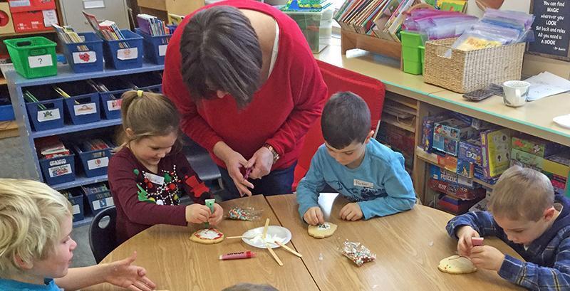 Teacher working with kindergartens