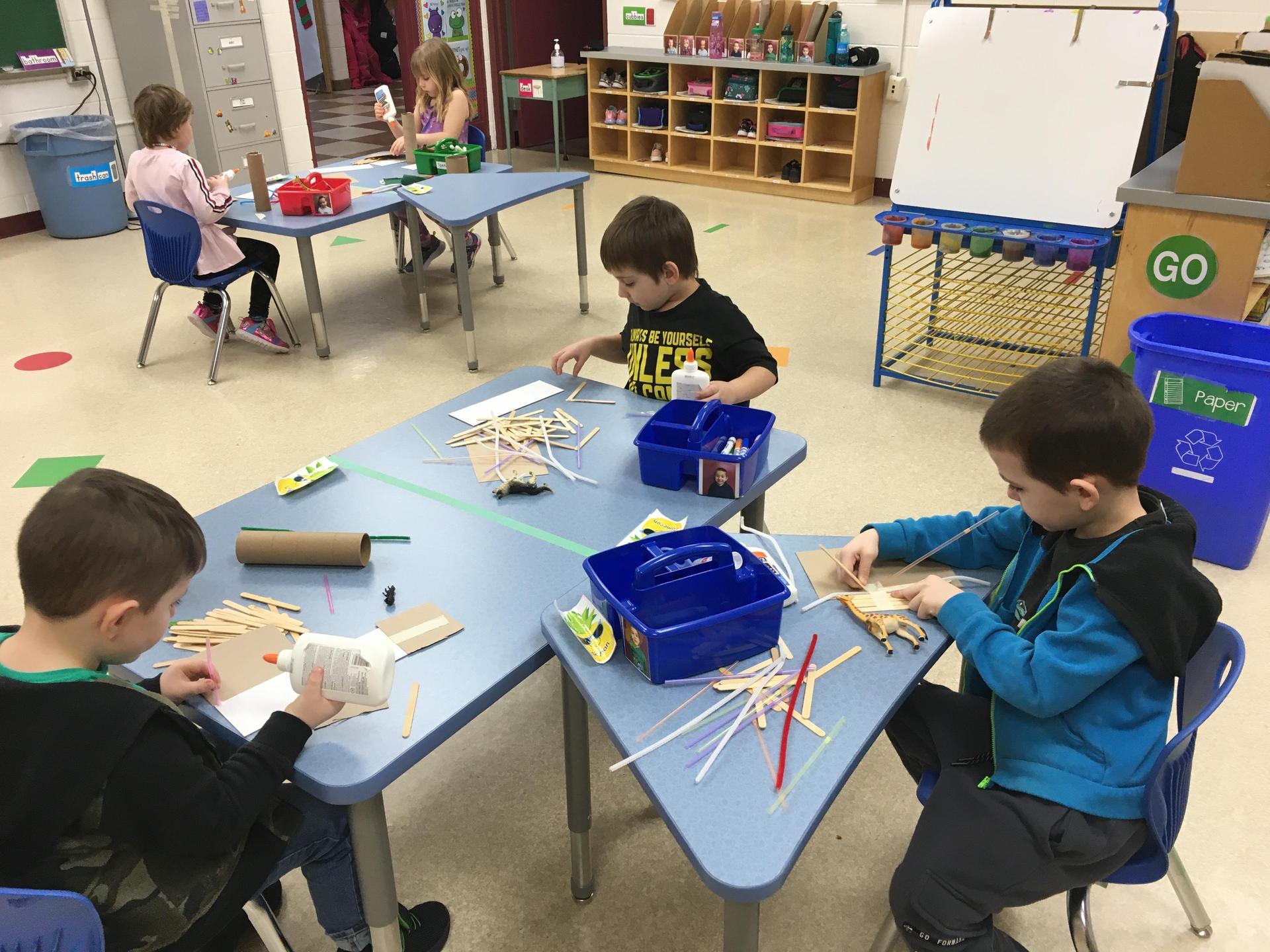 kindergarten students make animal houses