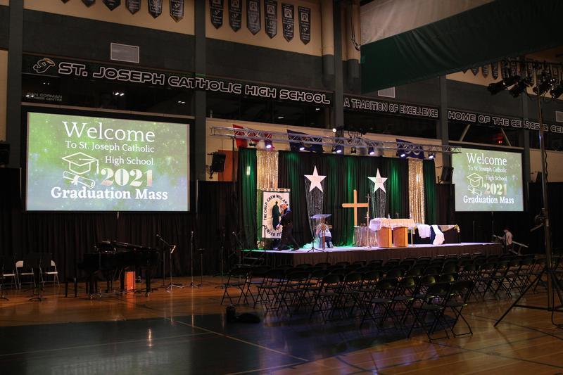 Grad Mass Livestream 2021 Featured Photo
