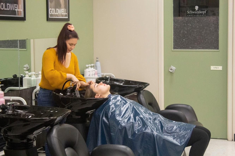 girl washing hair in hairstyling class