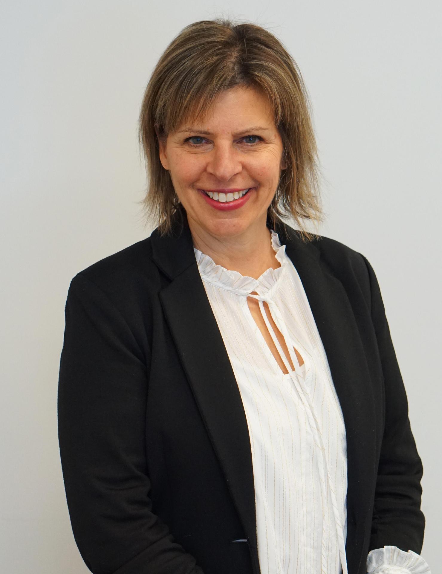 Headshot of Lisa Walsh