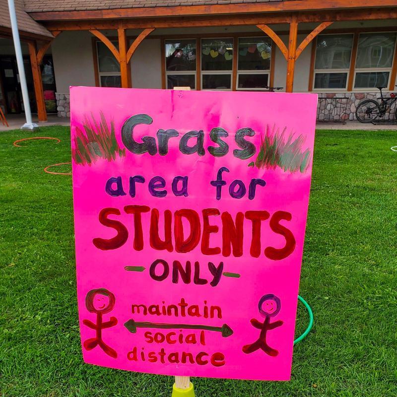 grass spacing sign