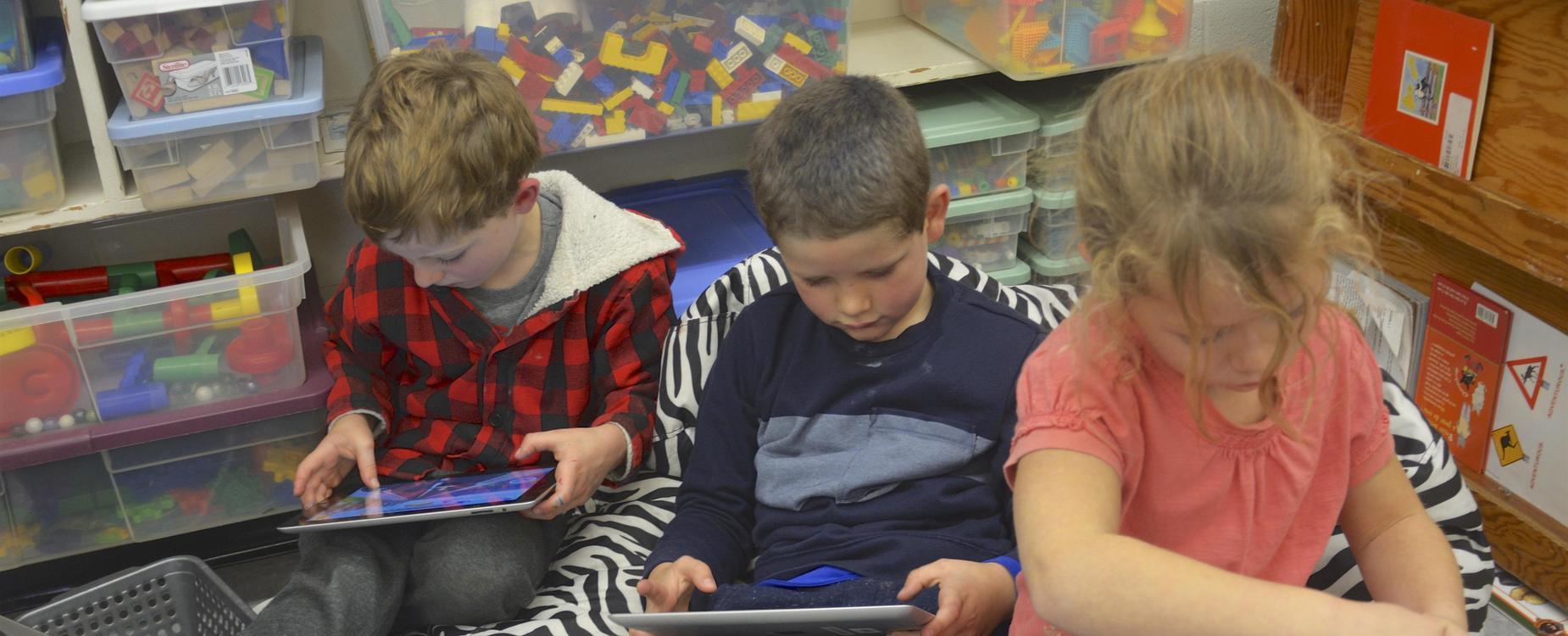 students using ipad