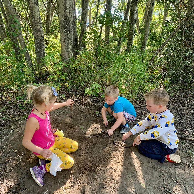 Kindergartens learning outdoors