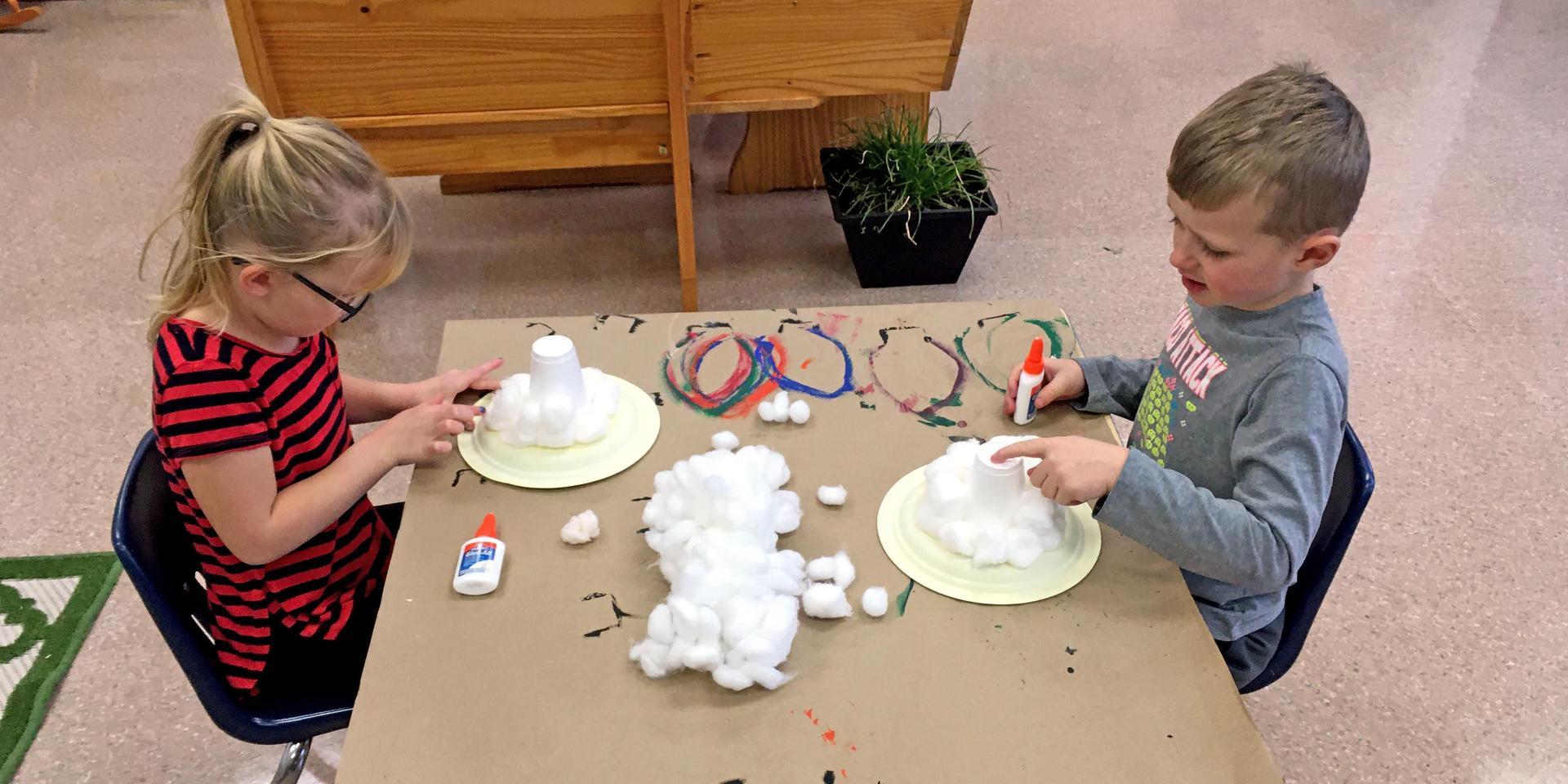 Kindergartens making crafts