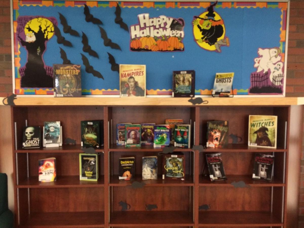 halloween theme book shelf
