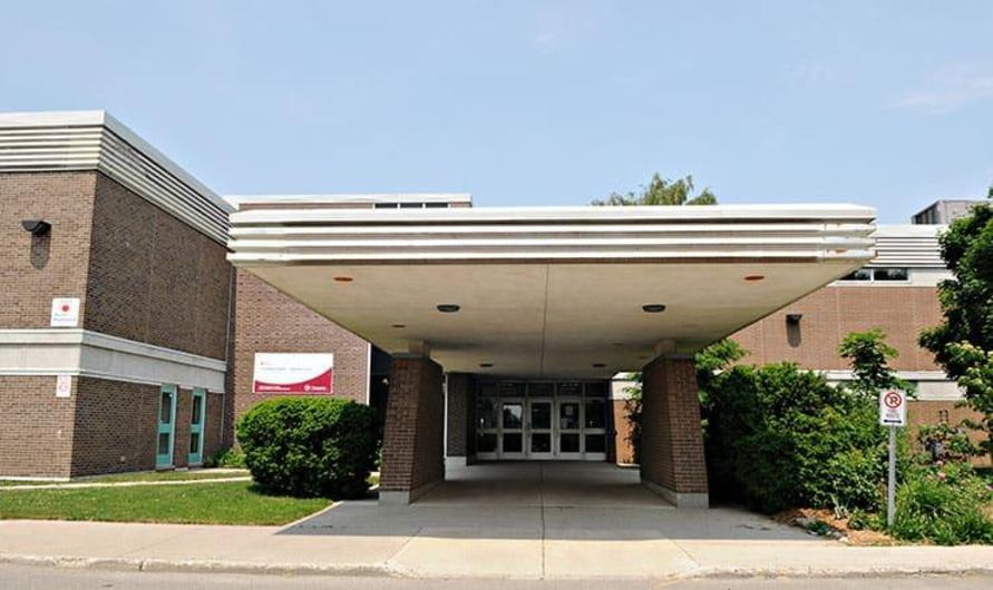 photo of the front entrance of Upper Thames elementary school