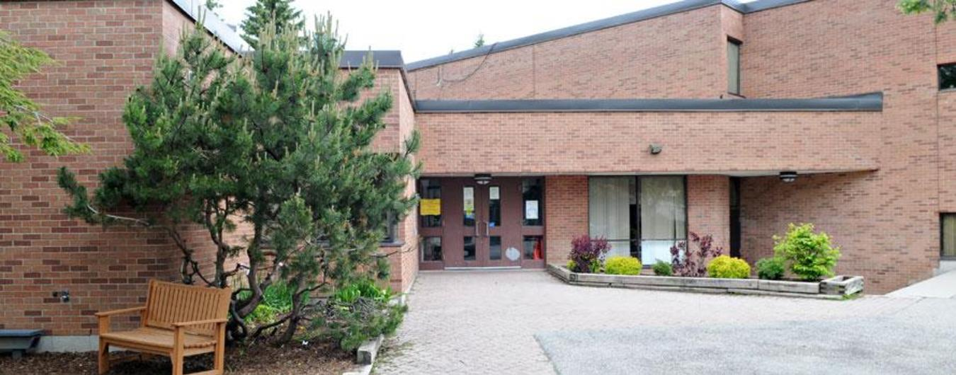Image of the front entrance of Shakespeare Public School