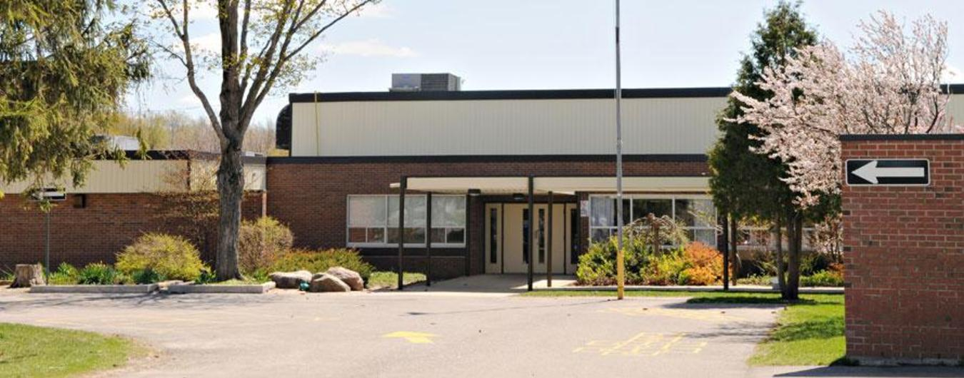 Image of the front entrance of North Easthope Public School